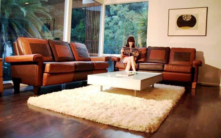 Mengatur Posisi Sofa