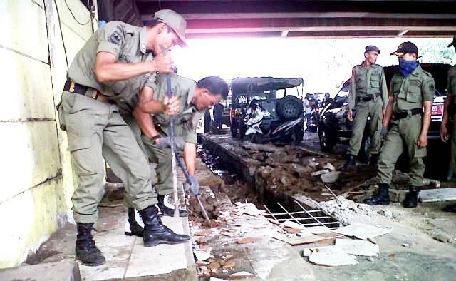 Pembongkaran Kios Ilegal - Bandung Ekspres