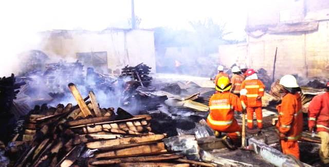 Kebakaran PT Top Engineering Pallet - bandung ekspres