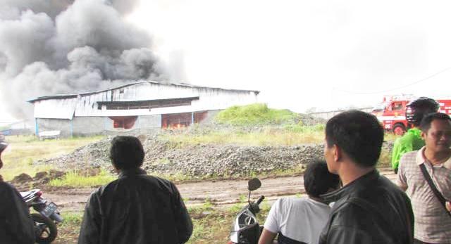 Kebakaran Pabrik - bandung ekspres