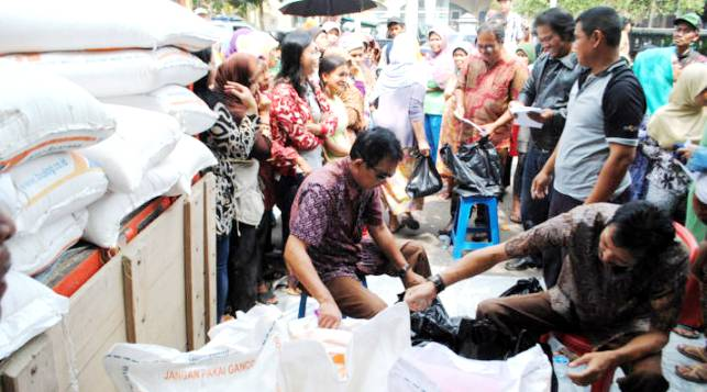Operasi Pasar Beras Murah - bandung ekspres