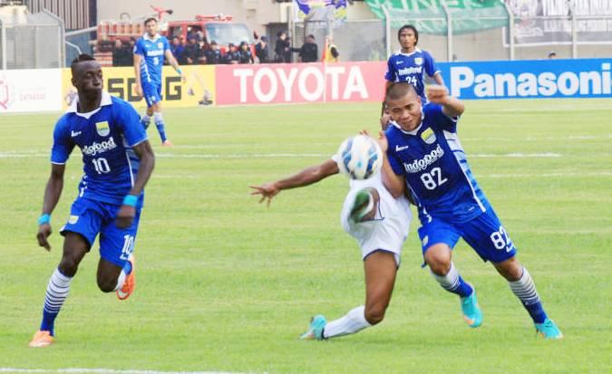 Tantan Striker Persib Bandung