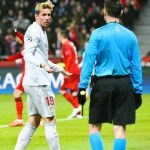 Torres melayangkan kekecewaannya kepada wasit - bandung ekspres