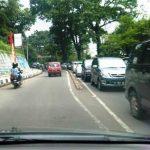 Antrean kendaraan mengular menuju arah Lembang