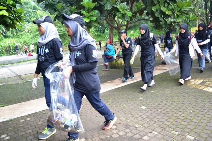 Aksi Pungut Sampah - bandung ekspres