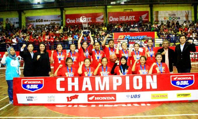 Juara Tim Putri SMAN 9 Bandung - Honda DBL West Java 2015 - bandung ekspres