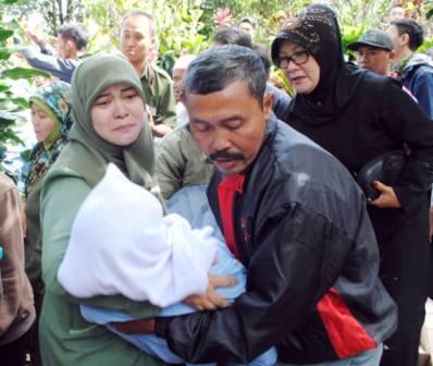 Pemakaman Yusi Husaeni - bandung ekspres