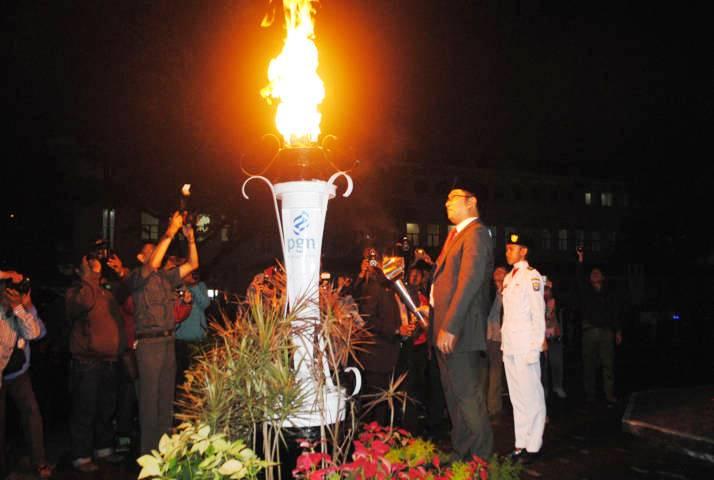 Wali Kota Bandung Ridwan Kamil usai menyalakan obor peringatan Bandung Lautan Api yang ke-49