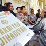 ekspose terkait atribut ISIS yang disita dari siswa SMK Jambi- bandung ekspres