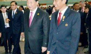 Presiden China Xi Jinping bersama Presiden Joko Widodo