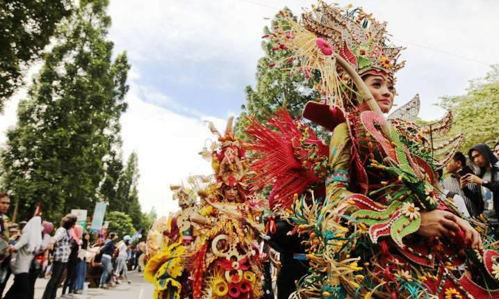 Komunitas Red Batik Solo Gelaran Festival of Nation
