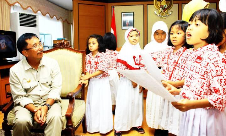 Siswa SD mendatangi kantor Wali Kota Balikpapan H Rizal Effendi