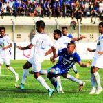Striker Persib Tantan tampil saat menghadapi New Radiant