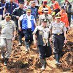 Gubernur Dampingi Mensos Tinjau Korban Longsor Pangalengan