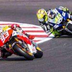 KETAT: Marc Marquez berduel hebat dengan Valentino Rossi saat balapan berapa waktu lalu.
