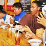 Pelajar Lomba Makan Bakso Granat - bandung ekspres