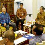 Presiden World Bank Jim Yong Kim saat bertemu dengan Presiden Joko Widodo