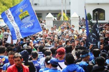 Fajri Achmad NF. -0406- Demo Bobotoh terkaitan Pembekuan PSSI (11) - bandung ekspres