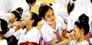 JP PHOTO KUALITAS: Sejumlah siswi SMK di Balikpapan mengikuti kontes kecantikan. Kemendikbud akan melakukan sertifikasi terhadap lulusan SMK.
