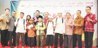 OMPAK: Anggota Masyarakat Ekonomi Syariah (MES) bersama anak-anak yatim dhuafa saat acara MES Berbagi di Hotel Ibis Style, Jalan Braga, belum lama ini.