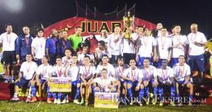 SANG JUARA: Persib Bandung keluar sebagai pemenang dalam pertandingan Wali Kota Cup di GOR H Agus Salim Padang.