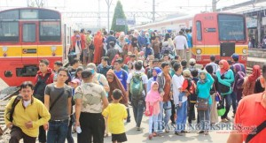 Traffic Kereta Masih Tinggi- bandung ekspres