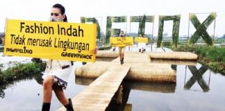 Fashion Show dikawasan tercemar Limbah tekstil-Green Peace
