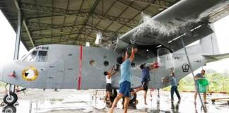 Pembersihan-Alutsista-Penerbangan-TNI-AL-jawa - bandung ekspres