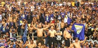 TOTALITAS: Bobotoh saat menyaksikan laga final laga final ISL 2014 di Stadion Gelora Sriwijaya Jakabaring Palembang. Sementara itu, lebih dari 40 ribu bobotoh akan memadati Stadion Gelora Bung Karno hari ini.