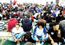 Masjid Raya Bandung Sediakan Takjil