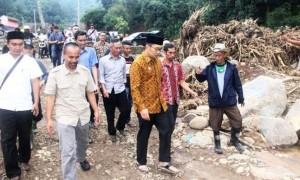 RK peduli korban bencana banjir bnadang di Desa Sukakerti