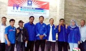 KOMPAK: Ketua DPD PAN Kabupaten Bandung H Irman Wargadinata (tengah) didampingi Ketua Muscab DPC PAN Kecamatan Cileunyi dan pengurus lainnya usai Muscab.