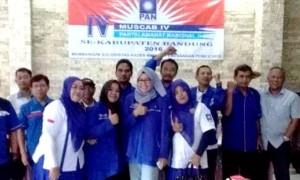 EKSIS: Pengurus DPD PAN Kabupaten Bandung dan pengurus DPC PAN Kecamatan Ciluenyi foto bersama usai muscab baru baru ini.