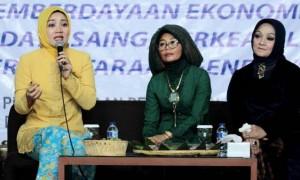 MENGISNPIRASI: Ketua TP PKK Kota Bandung Atalia Praratya Kamil (paling kiri) saat menjadi narasumber Talkshow Pengingatan Hari Kartini di Padepokan Seni Mayang Sunda, Jalan BKR, belum lama ini.