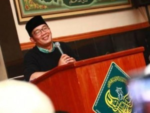 PERKUAT AHLAK: Wali Kota Bandung Ridwan kamil saat mengisi ceramah di sela-sela gerakan Subuh Berjamaah, beberapa waktu lalu. Gerakan tersebut digagas untuk mendorong pemuda untuk lebih banyak berinteraksi di masjid.
