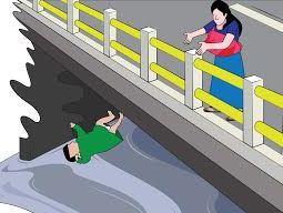 Saat melintasi jembatan, dia sempat berhenti dan melempar anaknya dari pangkuan.