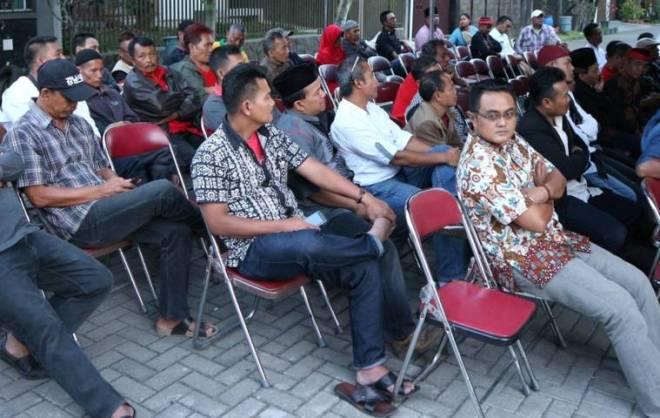 KebangsaanSIMAK MATERI: Masyarakat kabupaten Bandung mengikuti Sosialisasi Empat Pilar Kebangsaan di Kecamatan Paseh, Sabtu (17/6).