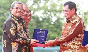 Aher Raih Tokoh Utama Penggerak Koperasi 2017