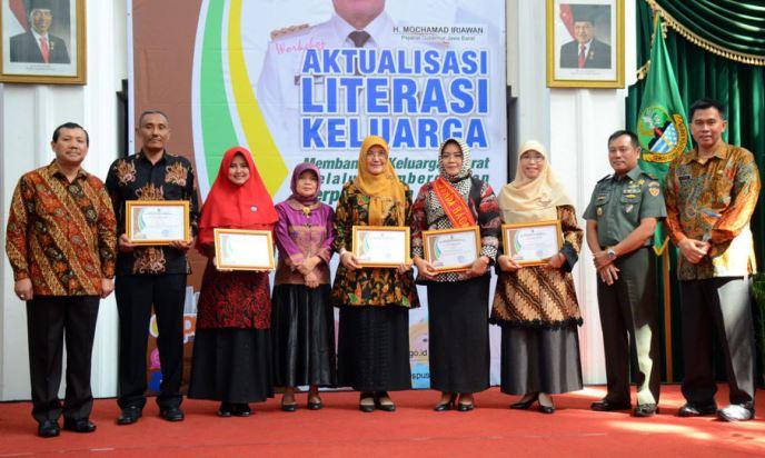 Aktualitasi Literasi Berdayakan Perpustakaan Keluarga