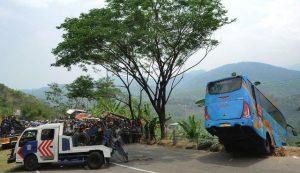 Penampakan-Bus-Masuk-Jurang-di-Sukabumi