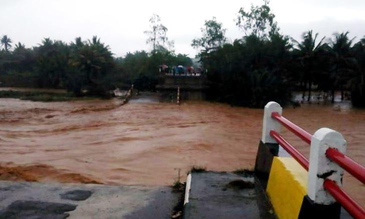 Jembatan Cipatujah Roboh