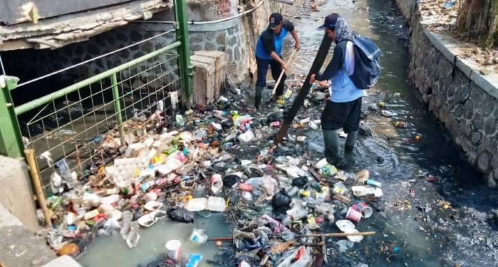 Banyak Masyarakat Memilih Buang Sampah Di Sungai Jabar Ekspres Online