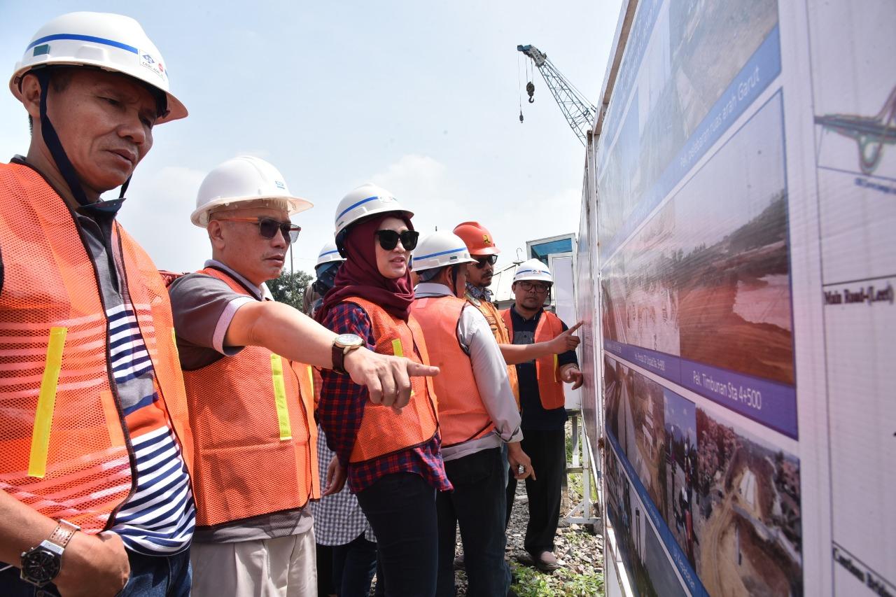 Rombongan Komisi IV melakukan kunjungan untuk melihat langsung progres pembangunan Tol Cisumdawu. (FOTO DOK)