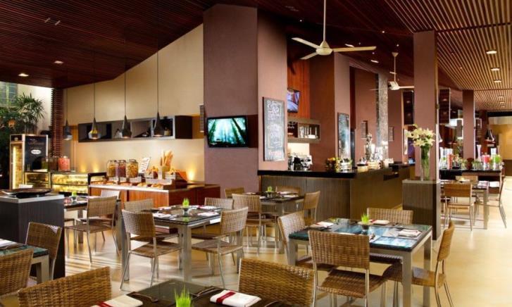 restoran sepi pengunjung