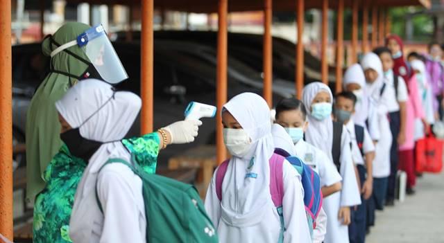 BELAJAR: Beberapa sekolah di Jawa Barat sudah menerapkan belajar secara tatap muka di sekolah meski pandemi Covid-19 belum beranjak, namun tetap memperhatikan protokol kesehatan. (ILUSTRASI)