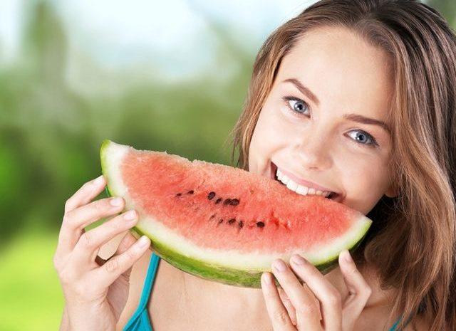 Ilustrasi Semangka buah segar untuk Kesehatan jantung dan Kulit
