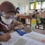 ILUSTRASI SEKOLAH: Proses belajar mengajar secara tatap muka di Garut, pihak sekolah menyediakan ruang isolasi mandiri bagi siswa sebagai antisipasi paparan virus korona. (ILUSTRASI)