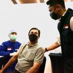 TINJAU VAKSINASI: Plt Bupati Bandung Barat Hengki Kurniawan saat memantau kegiatan vaksinasi, baru-baru ini.