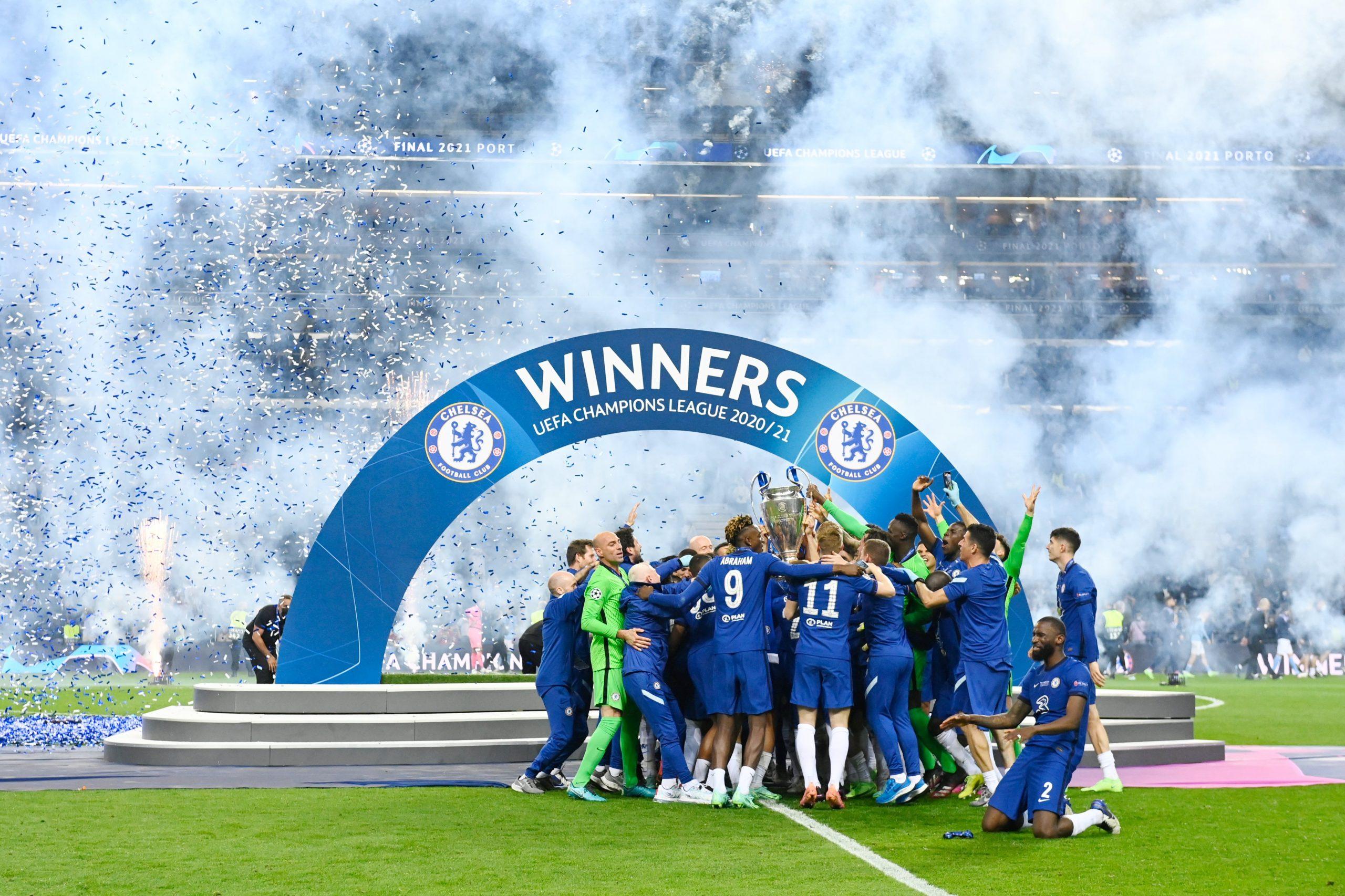 Para pemain Chelsea merayakan kemenangan seusai meraih trofi Liga Champions. (@ChelseaFC/Twitter)