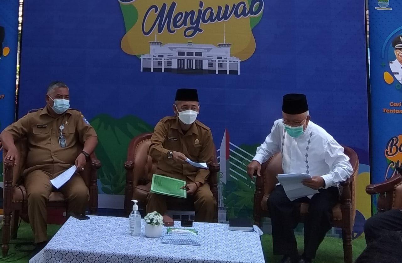 Kementerian agama Kantor Wilayah Bandung dalam acara Bandung menjawab di Balai Kota.